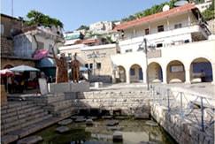 現在の村中心部の泉